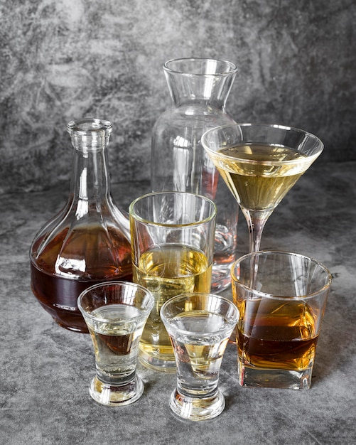 Mocny Napój Alkoholowy Ustawiony Wysoko Premium Zdjęcia