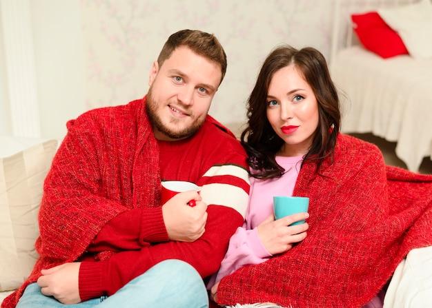 Moda modelki zimowe uśmiechnięte Darmowe Zdjęcia