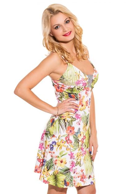 Moda. piękna blondynka w uroczej sukience Darmowe Zdjęcia