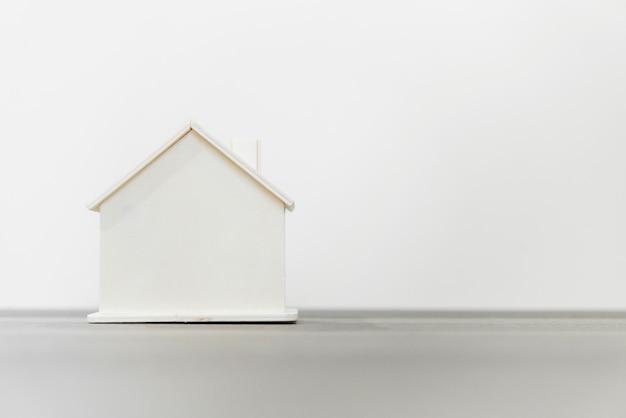 Model Domu Drewnianego Do Koncepcji Nieruchomości I Konstrukcji Premium Zdjęcia