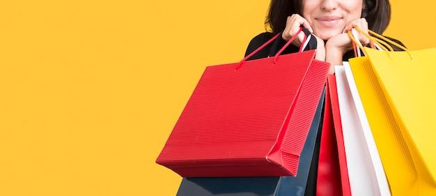 Model Na Czarny Piątek Zakrywany Przez Torby Na Zakupy Premium Zdjęcia