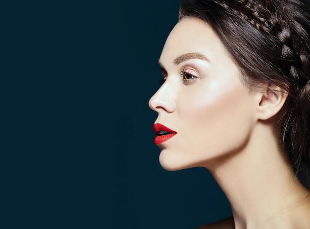 Modelka Ze świeżym, Codziennym Makijażem Darmowe Zdjęcia