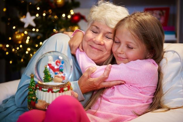 Moja Babcia Zawsze Wie, Jak Mnie Pocieszyć Darmowe Zdjęcia
