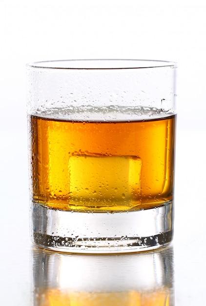 Mokre Szkło Z Whisky Wewnątrz Darmowe Zdjęcia