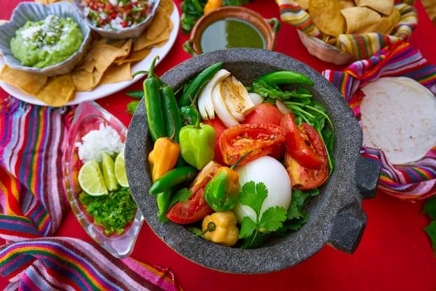 Molcajete Do Sosu Chili Chile Ranchera Premium Zdjęcia