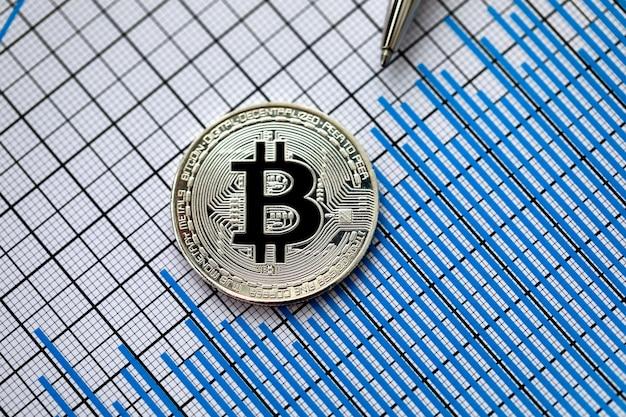 Moneta Bitcoin Kryptowaluty Ze Srebrnym Długopisem Premium Zdjęcia