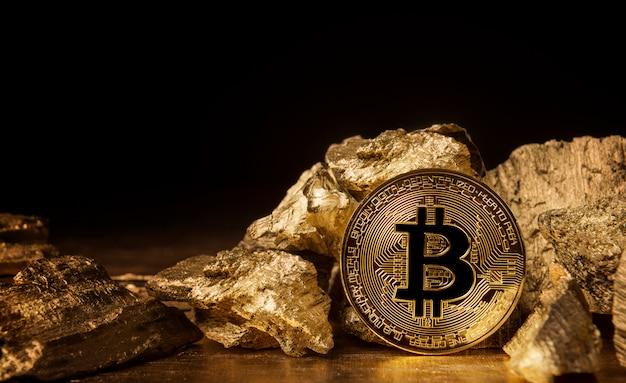 Moneta Bitcoin Obok Sztuk Złota Premium Zdjęcia
