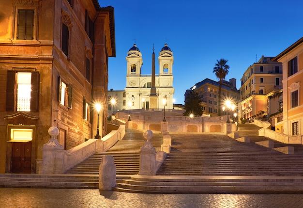 Monumentalne Schody Hiszpańskie Kroki W Nocy W Rzymie, Włochy Premium Zdjęcia