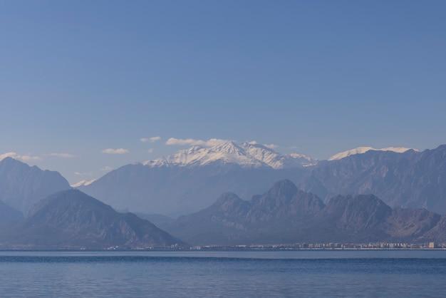 Morze I Góry Z Antalyi W Turcji Premium Zdjęcia