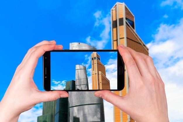 Moscow City, Rosja Nowoczesne Centrum Wieżowców. Turysta Robi Zdjęcie Premium Zdjęcia