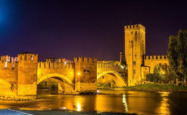 Most Castel Vecchio W Weronie - Włochy Premium Zdjęcia