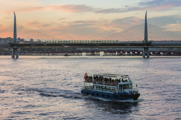 Most metra, stambuł Premium Zdjęcia