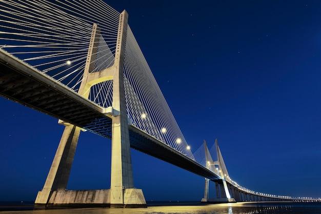 Most Vasco Da Gama W Lizbonie Nocą, Portugalia Darmowe Zdjęcia