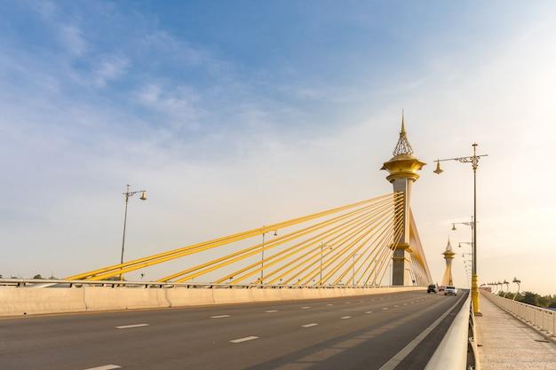 Most W Nonthaburi Tajlandii Premium Zdjęcia