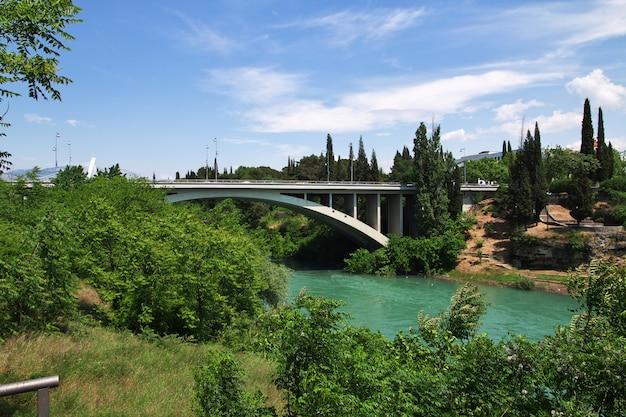 Most W Podgoricy Mieście, Czarnogóra Premium Zdjęcia
