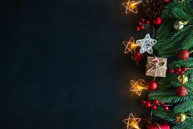 Motyw Domu Zdobiony świątecznymi Motywami. Premium Zdjęcia