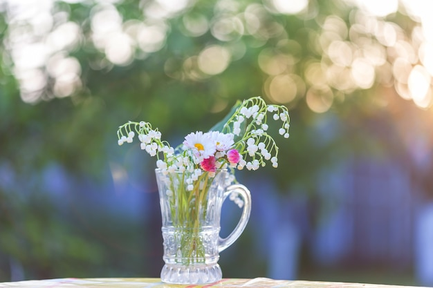 Motyw Sezonu Wiosennego. Lilly Of The Valley W Doniczce. Premium Zdjęcia