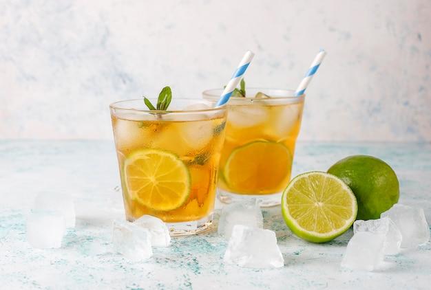 Mrożona Herbata Z Limonką I Lodem Darmowe Zdjęcia