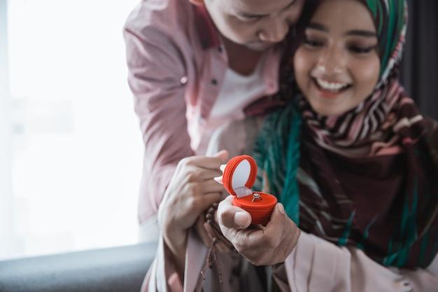 Muzułmanka Zdziwiona, Zadzwoń Premium Zdjęcia