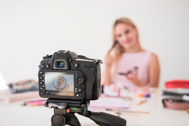 Nagrywanie makijażu z efektem blonde Darmowe Zdjęcia