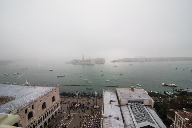 Najpiękniejszy Plac świata Piazza San Marco. Obraz Niesamowitego Historycznego Placu San Marco W Kamiennym Mieście Laguny Wenecji We Włoszech Darmowe Zdjęcia
