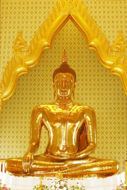Największy Prawdziwy Złoty Posąg Buddy. Premium Zdjęcia