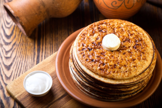 Naleśniki Z Piekarnika Z Masłem. Widok Z Góry Premium Zdjęcia