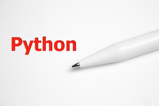 Napis Python Na Kartce Papieru W Pobliżu Pióra Premium Zdjęcia
