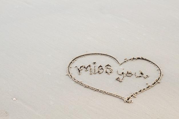 Napisz Słowo Listy Miłosne Na Piasku Premium Zdjęcia