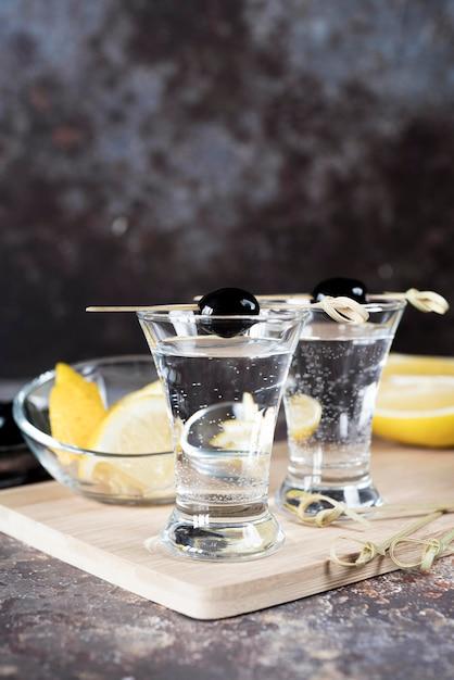 Napój Alkoholowy Koktajl Martini I Oliwki Darmowe Zdjęcia
