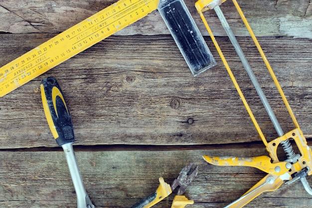 Narzędzia Na Drewnianym Stole Darmowe Zdjęcia