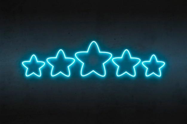 Neonowe gwiazdki o kolorze niebieskim na ciemnym betonie. Premium Zdjęcia