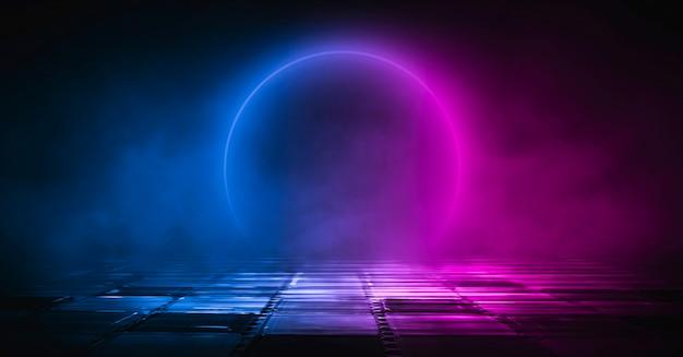 Neonowy Krąg. Ciemne Tło Ulicy, Odblask Niebieskiego I Czerwonego Neonu Na Asfalcie. Premium Zdjęcia