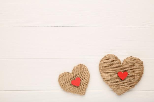 Niciani serca na białym tle, odgórny widok Premium Zdjęcia