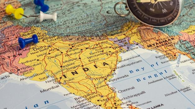Niebieska Pinezka I Mapa Indii. - Koncepcja Ekonomiczna I Biznesowa. Premium Zdjęcia