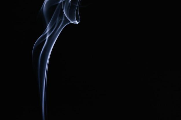 Niebieski Falisty Dym Na Czarnym Tle Darmowe Zdjęcia