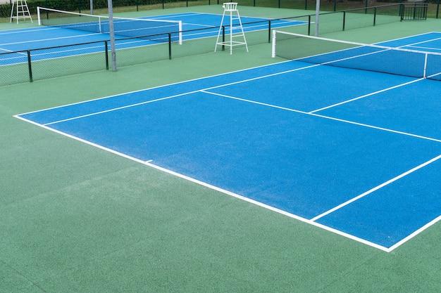 Niebieski kort tenisowy na świeżym powietrzu Premium Zdjęcia