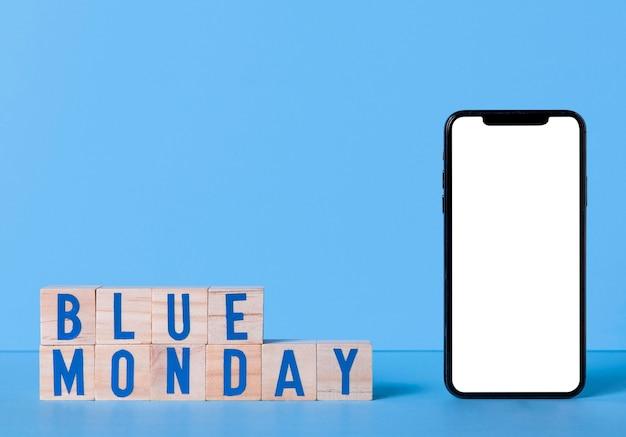 Niebieski Poniedziałek Ze Smartfonem I Drewnianymi Kostkami Darmowe Zdjęcia