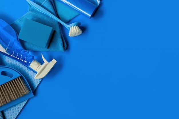 Niebieski zestaw do sprzątania. Premium Zdjęcia