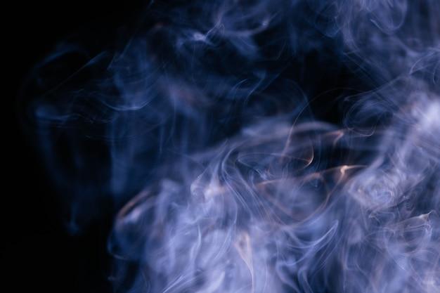 Niebieskie Fale Dymu Na Czarnym Tle Darmowe Zdjęcia