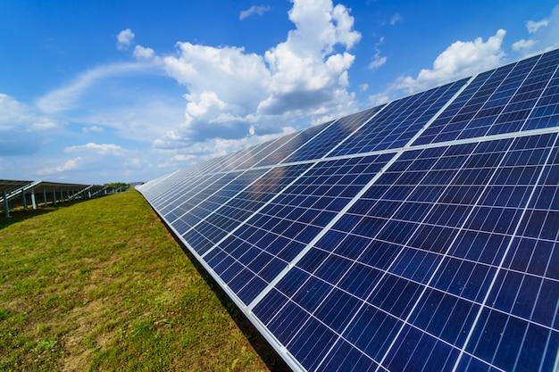 Niebieskie panele słoneczne Premium Zdjęcia