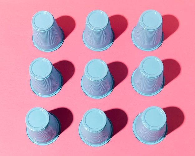 Niebieskie Plastikowe Kubki Z Cieniami Darmowe Zdjęcia