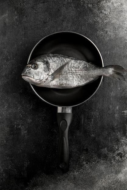 Niegotowane Ryby Z Owoców Morza Na Patelni Darmowe Zdjęcia