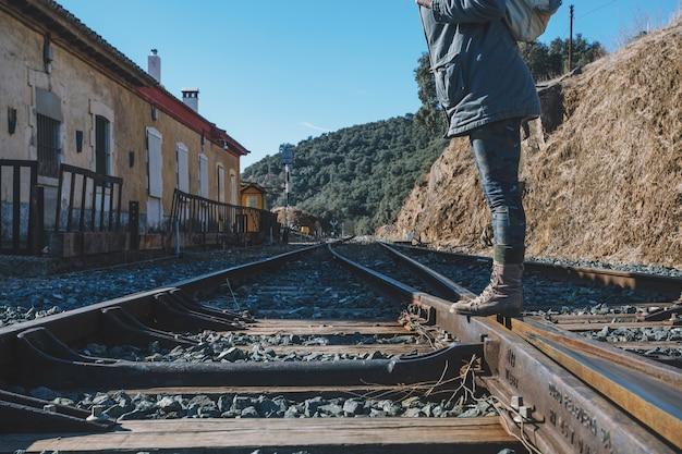 Nierozpoznana pozycja turystyczna na linii kolejowej Darmowe Zdjęcia