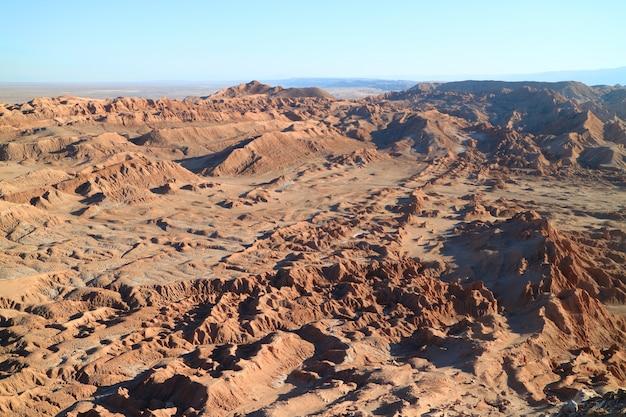 Niesamowite Formacje Skalne W Valle De La Luna Lub Valley Of The Moon, Pustynia Atacama, Chile Premium Zdjęcia