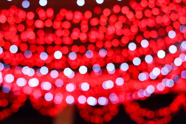 Niewyraźne Kolorowe Czerwone I Białe światło Linii Elektrycznej Premium Zdjęcia