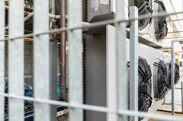 Niewyraźne widzenie klimatyzatorów kołowych w strefie przemysłowej Premium Zdjęcia