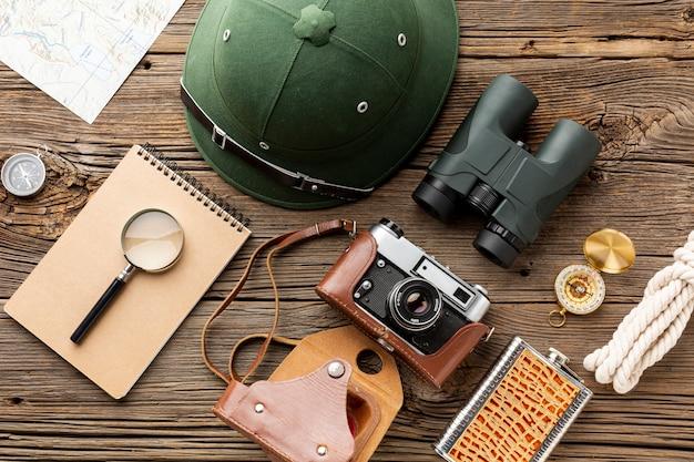 Niezbędne Elementy Zestawu Podróżnego Na Stole Darmowe Zdjęcia