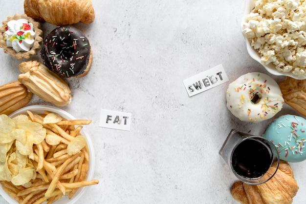 Niezdrowy Jedzenie Na Textured Tle Z Grubym I Słodkim Słowem Darmowe Zdjęcia