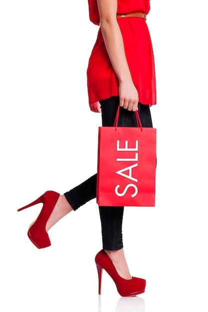 Niska Sekcja Kobiety Z Czerwoną Torbą Na Zakupy Darmowe Zdjęcia